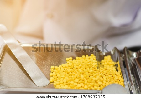 Pharmacist is counting pills on counting drugstore,Pills in pill counting tray,Orange tablets medicine on the drug count tray,Tablets medicine on the drug count tray, #1708937935