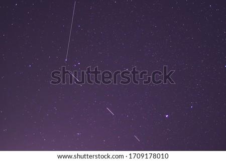 Starlink stellites in the April night sky.