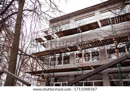 A scaffolding in front of a building. High quality photo. #1711088587