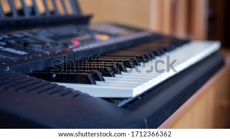 A pic of a piano in a house