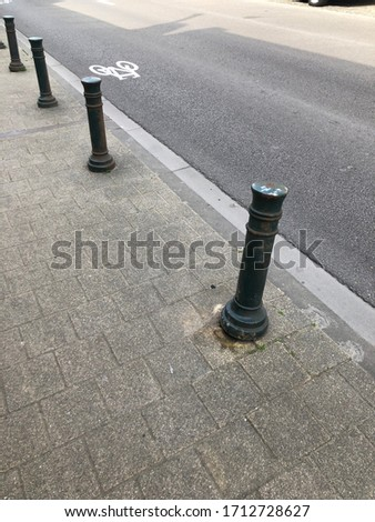 The pillar beside this country road that is not tilted. #1712728627