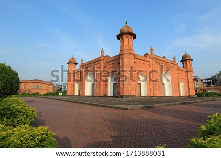 Stock-Photo-17th century Mughal tomb of Bibi Pari in Lalbagh Fort also known as Kella Lalbag or Fort Aurangbad fort complex, Dhaka, Bangladesh.