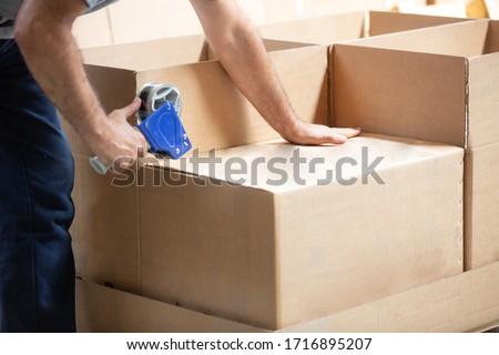 when preparing the cargo box, cargo box, natural shooting background #1716895207