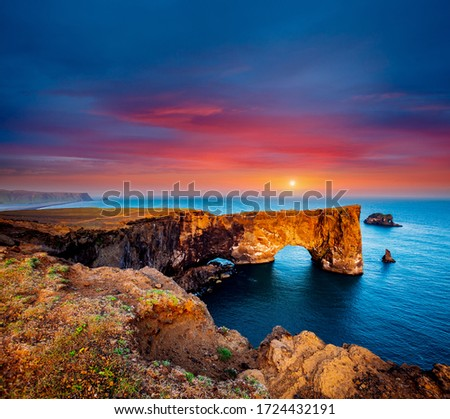 Fantastic large arch of lava in Atlantic Ocean on the coast. Location place Sudurland, cape Dyrholaey, Iceland, Vik village, Europe. Photo of popular tourist attraction. Discover the beauty of earth. #1724432191