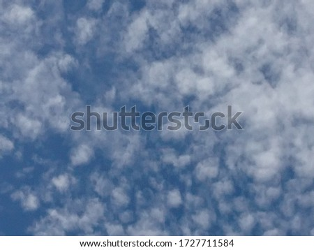Sky picture with cloud decoration, seen during the day.  This scene often appears when the weather is clear and the air looks clean and usually occurs in the dry season.