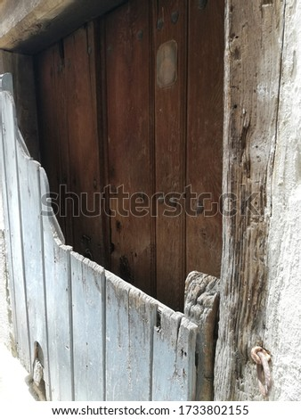 A vertical shot of old wooden wall with an old Jesus picture on it