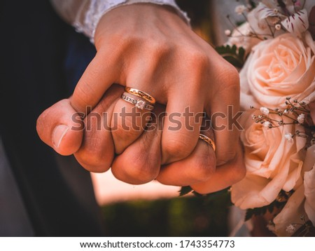 Wedding Day, Beautiful pictures of Bride and Groom with alliances, wedding dress, wedding suit and bridal bouqet. Special details of wedding day and love moments and couple, bride and groom, time.
