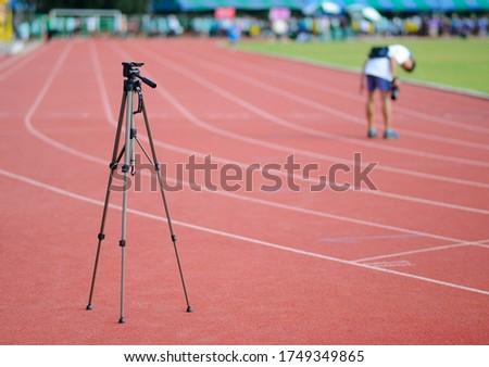 An Idle Tripod on a Race Track