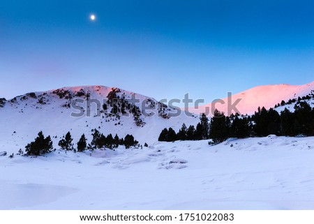 Sunrise light over the Pic de la Dona in the french Pyrénées