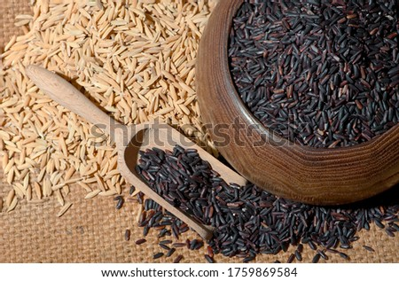 Rice is a cereal grass. With flowers and rows of rice grains There is a brown shell covering the inside of the rice kernel which has been peeled and cooked by boiling or steaming. To eat as food #1759869584