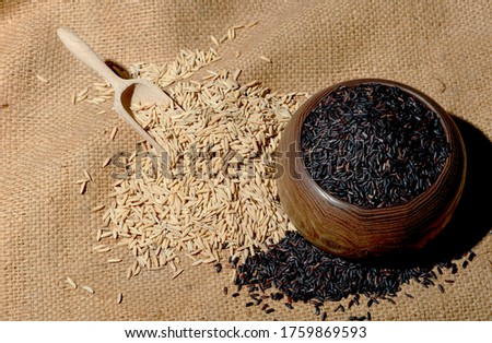 Rice is a cereal grass. With flowers and rows of rice grains There is a brown shell covering the inside of the rice kernel which has been peeled and cooked by boiling or steaming. To eat as food #1759869593