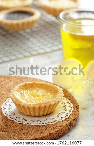 picture of typical Indonesian snacks namely milk pie, precisely from Bali, photographed with fresh lemon ice pampering your mouth and tongue, really a picture that attracts the eye.