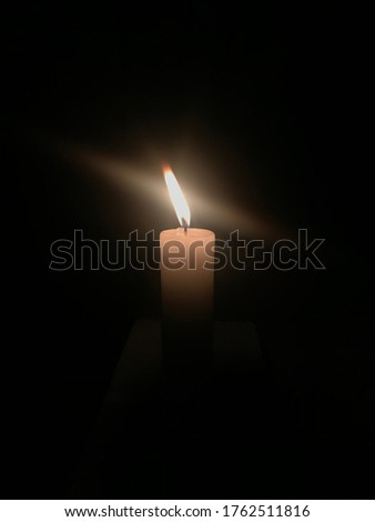 This picture is a picture of candlelight on Loi Krathong Day in Thailand.  Set for people to light incense, candles on the krathong  For Loi Krathong to ask for forgiveness from Phra Mae Ganga