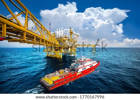 Supply vessel and Jack up rig in the gulf Royalty-Free Stock Photo #1770167996