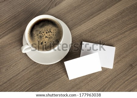 Photo blank a stack of b-cards with cape of coffee on a wooden texture