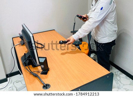 Man use Light Meter check light on table.