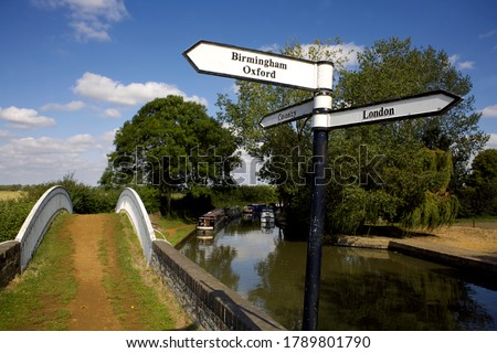 Canal signpost at the junction between the Oxford Canal and the Grand Union Canal, Boats on the Oxford Canal, Braunston, Northamptonshire, Northants, England, UK, GB, narrowboat, narrowboats, cut,  #1789801790
