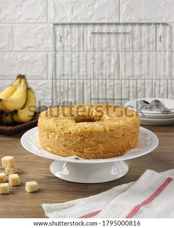 Banana cake is a cake prepared using banana as a primary ingredient and typical cake ingredients. It can be prepared in various manners, such as a layer cake, as muffins and as cupcakes. Steamed banan #1795000816
