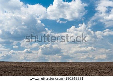 Arable land and cloudy sky Royalty-Free Stock Photo #180268331