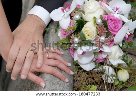 bridal bouquet and Covenants on the fingers #180477233