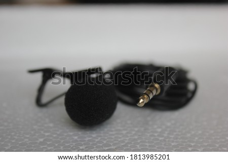 Lavalier microphone with lapel and mini jack plug for virtual meetings and classes, filming and audio recording