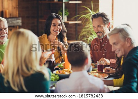 Photo holiday table family relatives gathering thanks giving dinner communicating cheerful living room indoors
