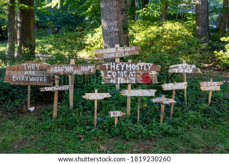 Spooky homemade wooden yard signs for Halloween