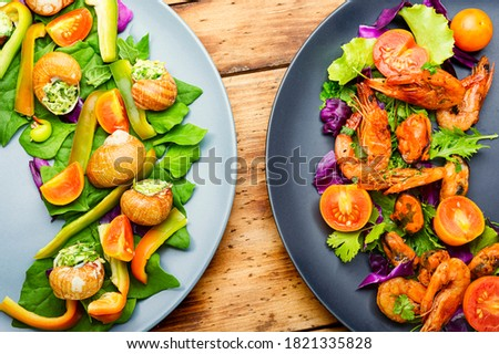 Appetizing salad with spinach, tomato, pepper and snails. #1821335828
