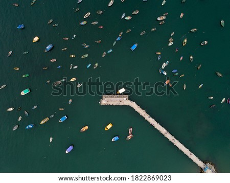 Aerial picture of fishermen and boats.