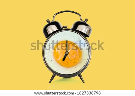 Fried egg and vintage alarm clock collage. Breakfast time concept Royalty-Free Stock Photo #1827338798
