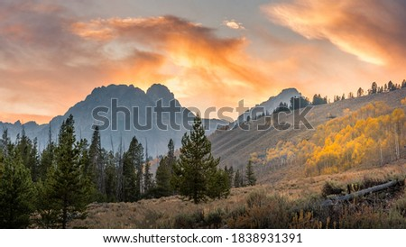 View of the Sawthooth mountains of Idaho in the fall in the evening light. Royalty-Free Stock Photo #1838931391