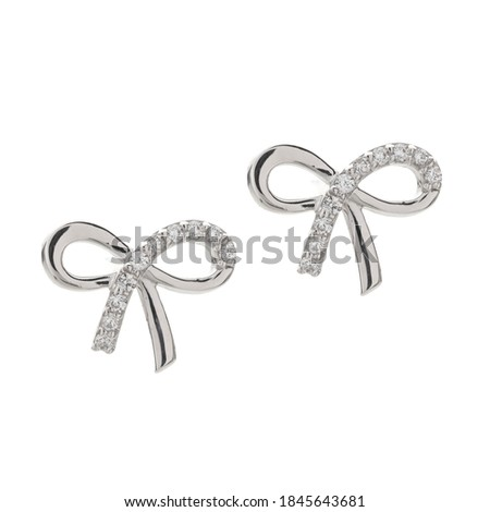 gold and silver isolated jewelry on white background, product photography, edited photos for e-commerce, blended pictures , rings with diamonds