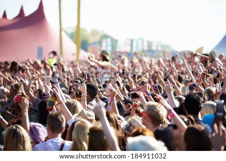 Crowds Enjoying Themselves At Outdoor Music Festival #184911032