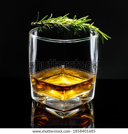 Rosemary old fashioned whisky drink
