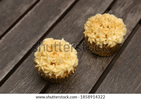 Cupcakes on a wooden board.