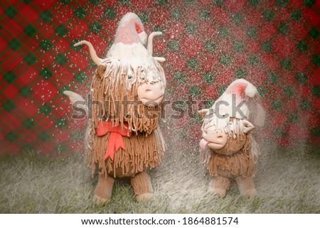 Christmas Highland cows sugar fondant model with falling snow