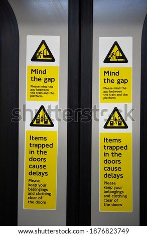 warning sign on the London Underground not to get caught between doors or in the gap in the ground