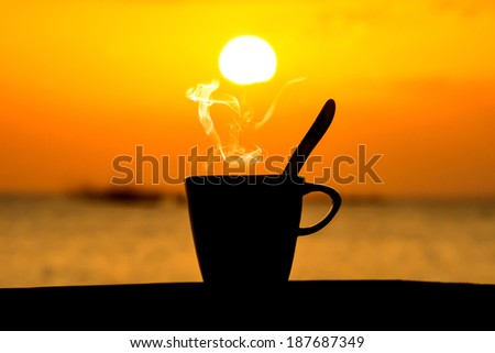 Silhouettes of morning coffee on the lake.