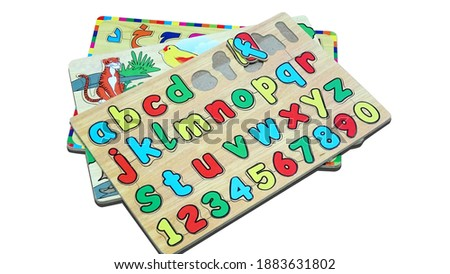 Kids puzzle game with alphabet and alphabet letters in Arabic and animal pictures.