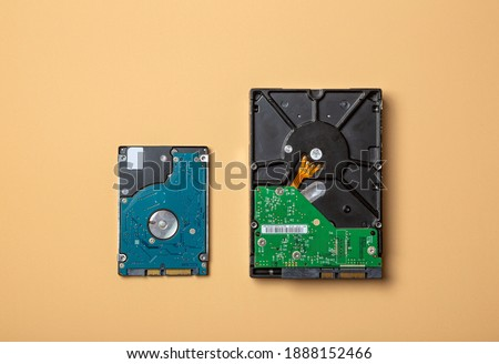 compare of internal Hard disk drive 3.5 inch and Hard disk drive 2.5 inch