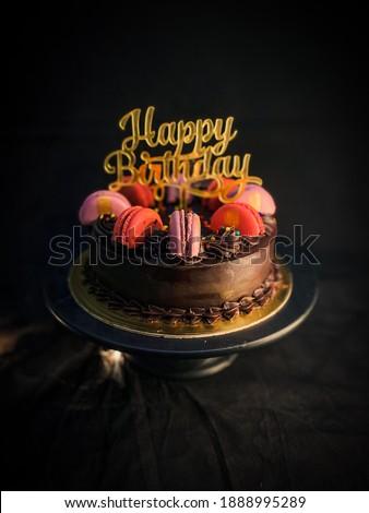 macroon chocolate cake for birthday