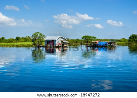 Floating House and  Houseboat on the Tonle Sap lake, between Battambang and Siem reap. Cambodia. #18947272