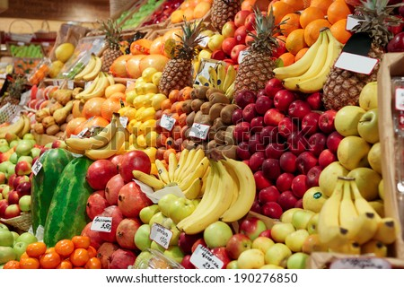 Shelf with fruits on a farm market #190276850