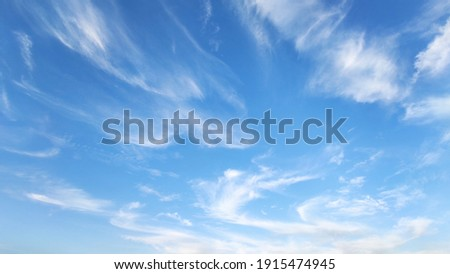 A picture of the blue sky and clouds