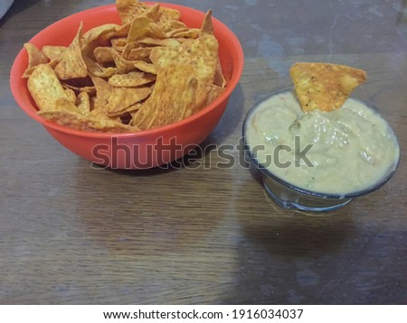 chips and guacamole together picture