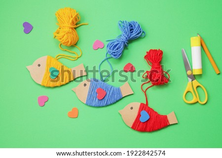 Early learning ideas. Yarn crafts and cartton Birds. Activities for Toddlers and Preschool Children. Montessori