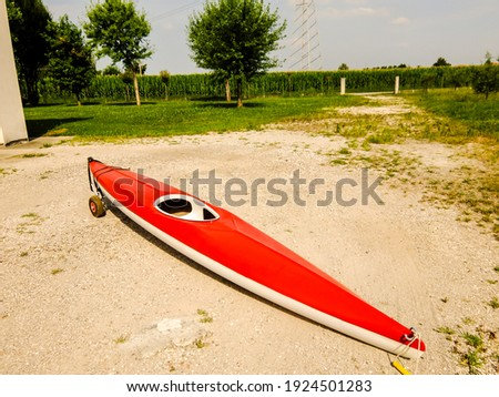 Photo picture of a red kayak on the beach