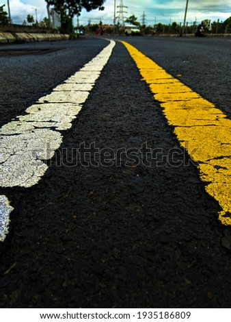 yellow and white line on dark road, look through the line road will shake like a animated picture