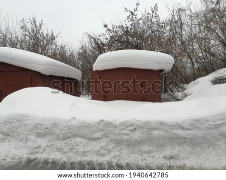 garage and snow on the roof