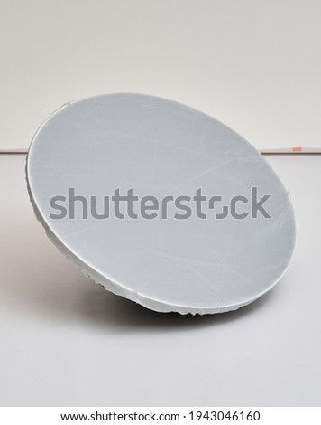 soft light beauty dish white photography